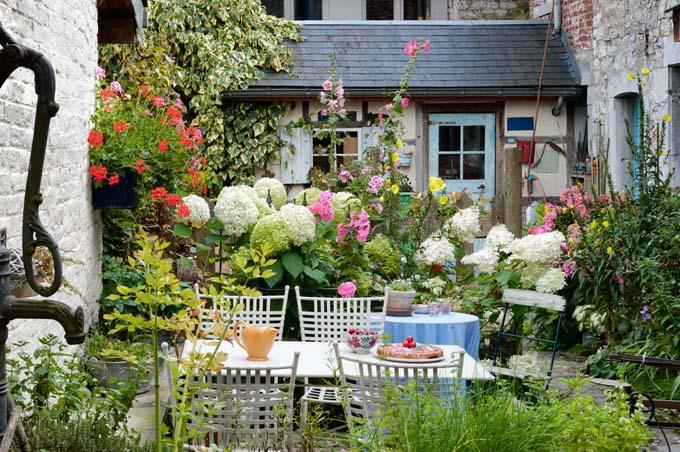 Garden Small Space | GardenersPath.com