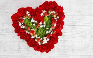 Make a Romantic Blooming Heart Centerpiece in Easy Steps | GardenersPath.com