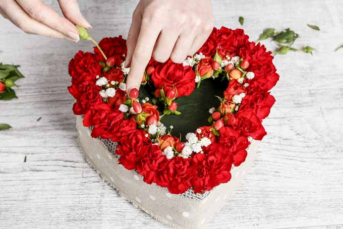 Making a Heart Centerpiece in 6 Steps | GardenersPath.com