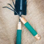 Do you know which hand cultivator or garden claw is best for the job? We share our top picks: https://gardenerspath.com/gear/tools-and-supplies/best-hand-cultivators-claws/