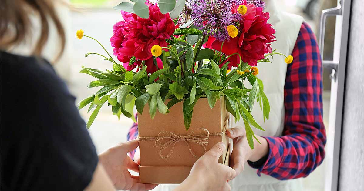 How To Make Cut Flowers Last Longer In Vases Gardeners Path